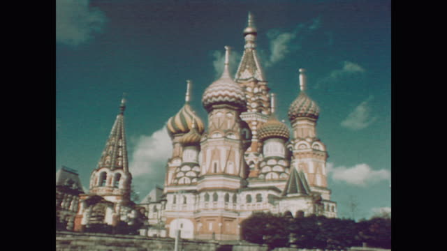 vídeos de stock e filmes b-roll de 1959 st basil's cathedral outside the kremlin - 1950 1959