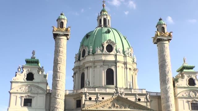 st. charles church in vienna - ペディメント点の映像素材/bロール