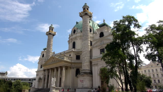 セントチャールズ教会-ウィーン(オーストリア) - カールスプラッツ点の映像素材/bロール