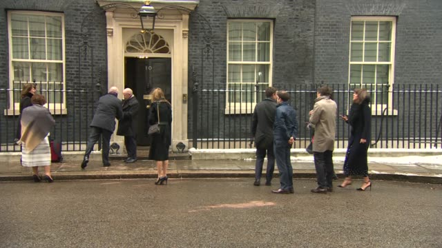 vídeos de stock, filmes e b-roll de st david's day reception at number 10 england london downing street number 10 ext wales flag and union jack flying over number 10 / unidentified... - dedilhando instrumento