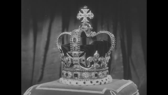 st edward's crown, placed on a cushion, slowly revolves - crown headwear stock videos & royalty-free footage