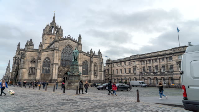 t/l st giles' cathedral in edinburgh city, scotland - cathedral stock videos & royalty-free footage