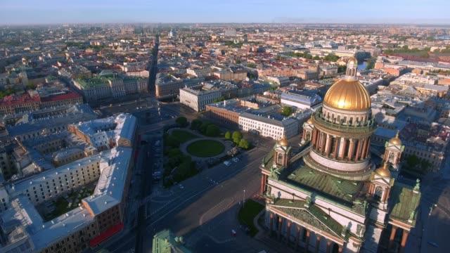 st. isaak kathedrale von st. petersburg aerial shooting - sankt petersburg stock-videos und b-roll-filmmaterial