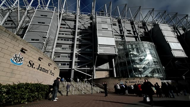 st james' park exterior shot clean: fans arrive at st james' park, home to newcastle united football club in newcastle upon tyne, february 2, 2013.... - newcastle upon tyne video stock e b–roll