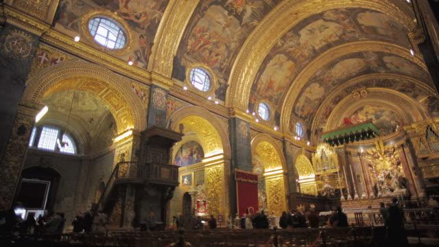 ws la st. john's co-cathedral interior / valletta, malta - stile del xvi secolo video stock e b–roll