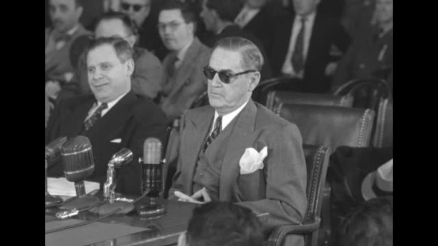 st louis' betting commissioner james j carroll testifies before us senate special committee to investigate crime in interstate commerce in 1950... - 1951 bildbanksvideor och videomaterial från bakom kulisserna