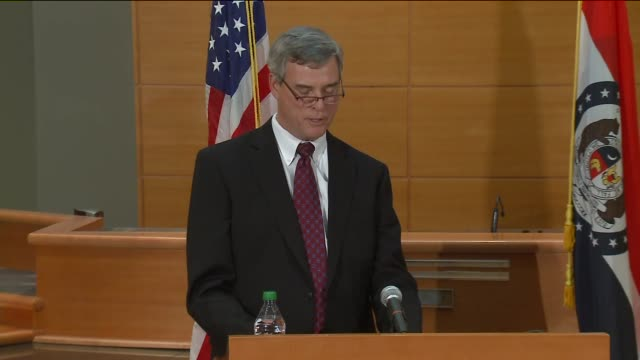 st louis county prosecutor robert mcculloch announces the grand jury's decision not to indict ferguson police officer darren wilson in the aug 9... - staatsanwalt stock-videos und b-roll-filmmaterial