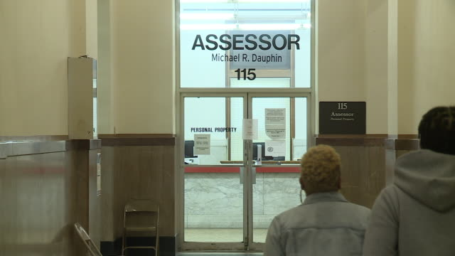 st. louis, mo, u.s. - few people in st. louis city hall which remain open during covid-19 pandemic. mayor lida krewson says about 50 city employees... - tecnologia assistiva video stock e b–roll