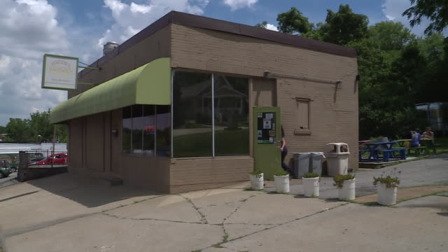 st. louis, mo, u.s. - fozzie's sandwich emporium exteriors in the richmond heights suburb of st. louis, on wednesday, july 29, 2020. - western script stock videos & royalty-free footage