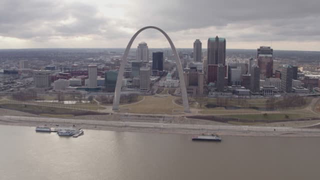 st. louis winter skyline aerial - ミズーリ州点の映像素材/bロール
