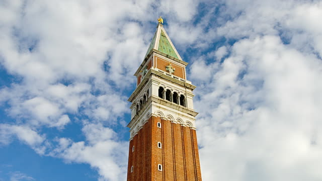 stockvideo's en b-roll-footage met t/l ms la st mark's campanile against sky, venice, italy - 16e eeuwse stijl