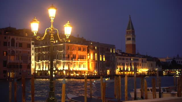 St.. mark's square in die Nacht