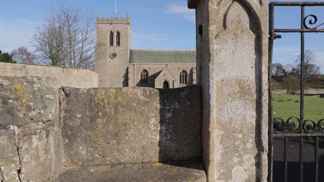 vidéos et rushes de st marys church at cuckney, nottinghamshire, england, uk, europe - xiième siècle