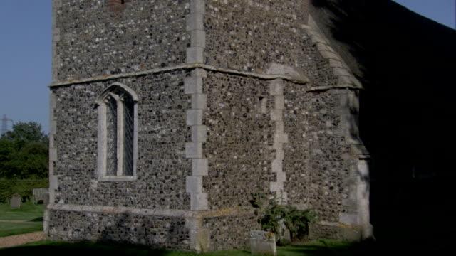 vídeos de stock e filmes b-roll de st mary's church contrasts against a blue sky. available in hd. - telhado de palha