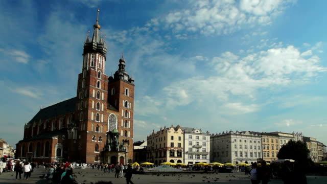 st. mary's church / krakow/ poland - tornspira bildbanksvideor och videomaterial från bakom kulisserna