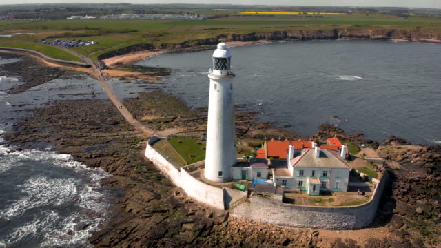 vídeos de stock, filmes e b-roll de st. mary's lighthouse video - vazante