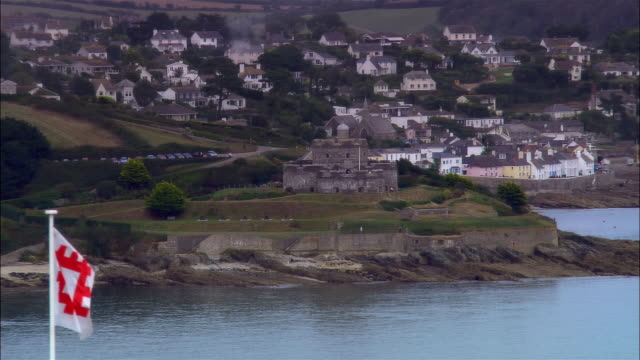 stockvideo's en b-roll-footage met low aerial, st mawes castle and pendennis castle, cornwall, england - 16e eeuwse stijl