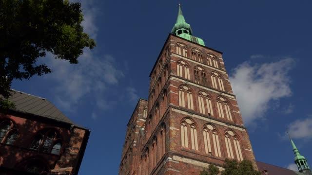 vídeos de stock e filmes b-roll de st. nicolay church, stralsund, mecklenburg-western pomerania, germany - circa 13th century