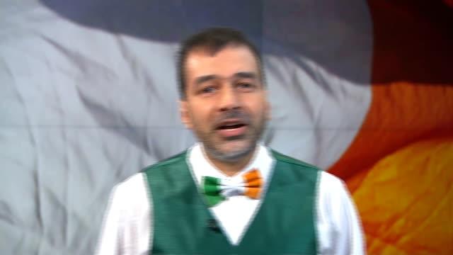 vídeos de stock, filmes e b-roll de st patrick's day irish folk singer shieikh dr muhammad alhussain england london gir int sheikh dr muhammad alhussaini performs irish folk son in... - channel 4 news