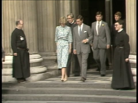 st paul's activities; ** some distortion on clip** england: london: st pauls gts crowd and steps of st paul's - prince charles' car arrives bv waves... - pushing stock videos & royalty-free footage