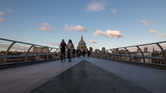 St Paul's Cathedral and Millennium bridge time lapse