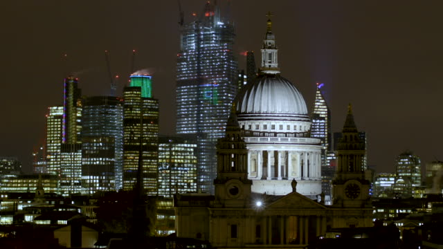 stockvideo's en b-roll-footage met st paul's cathedral and the skyline of the city of london - brexit