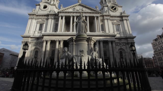 st paul's cathedral, city of westminster, london, england, uk - female likeness stock videos & royalty-free footage
