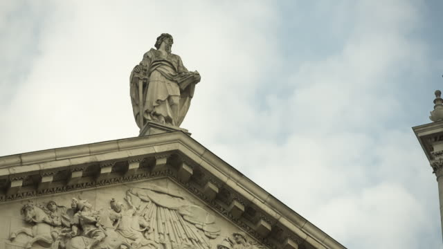 td st paul's cathedral's west front - figura maschile video stock e b–roll