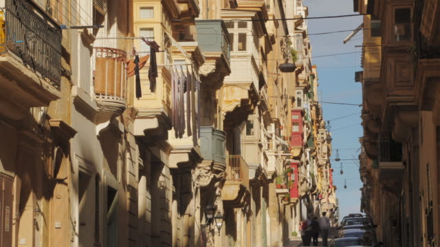 stockvideo's en b-roll-footage met ms la st. paul's street architecture / valletta, malta - valletta