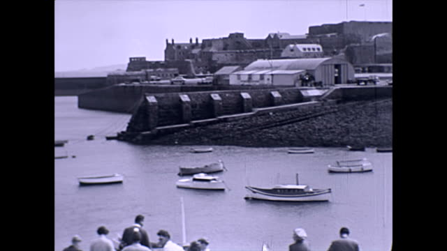 st peter port harbour guernsey - castle cornet - guernsey stock-videos und b-roll-filmmaterial
