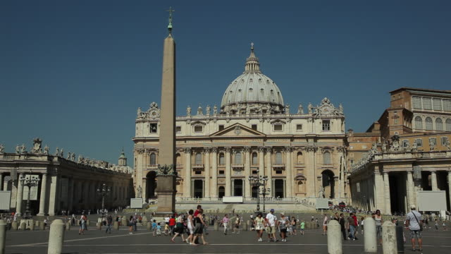 stockvideo's en b-roll-footage met ws st peter's basilica and st peter's square / rome, italy - sint pietersplein