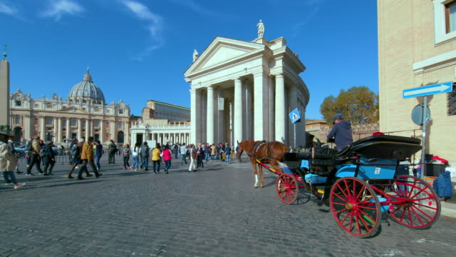 st. peters basilica & circular colonnades, st. peters square, rome, italy - petersplatz stock-videos und b-roll-filmmaterial