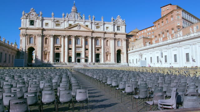 st. peters basilica & empty seats, st. peters square, rome, italy - luogo d'interesse internazionale video stock e b–roll