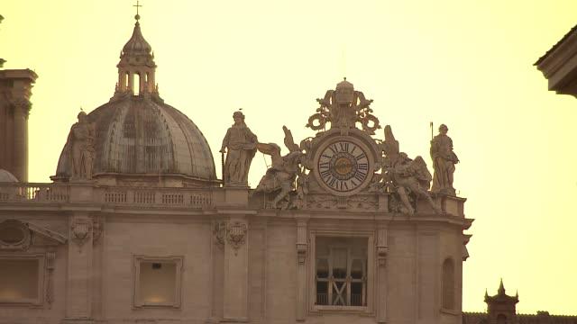 st. peter's basilica - facade and apostle sculptures - apostel bildbanksvideor och videomaterial från bakom kulisserna