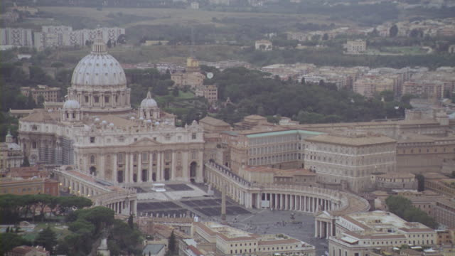 vídeos de stock e filmes b-roll de st. peter's basilica is seen from high above the streets of the vatican city. - basílica de são pedro