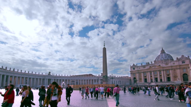vidéos et rushes de st. peter's basilica & main square, st. peters square, rome, italy - obelisk