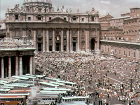 1960 ha td pan st peter's basilica to crowds on st peter's square / vatican city - st peter's square stock videos & royalty-free footage