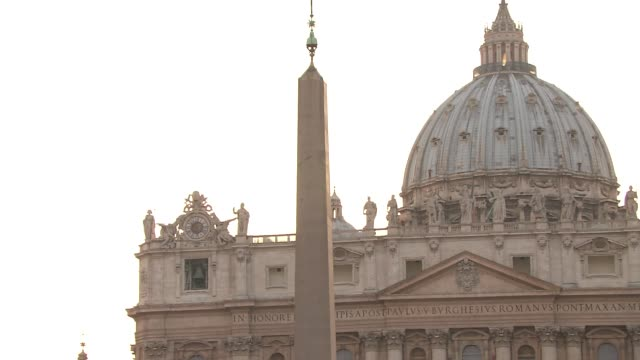 stockvideo's en b-roll-footage met st. peter's basilica - obelisk