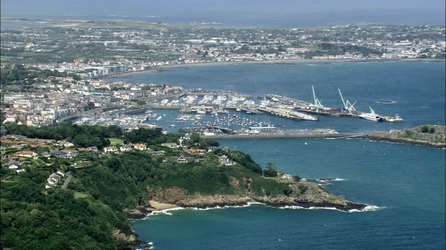 St Peter's haven Harbour - luchtfoto - helikopter filmen, luchtfoto video, cineflex, tot de oprichting van schot, Guernsey