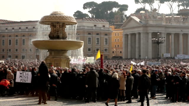 stockvideo's en b-roll-footage met st. peter's square in rome - sint pietersplein