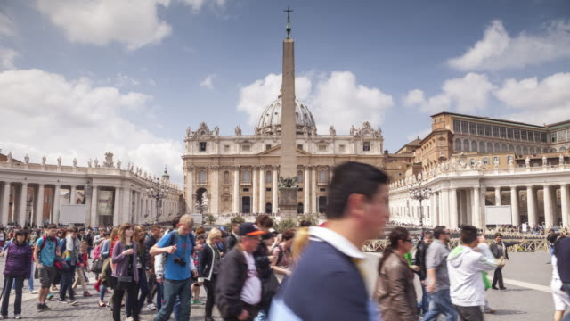 st peter's square in the vatican city. - cupola video stock e b–roll