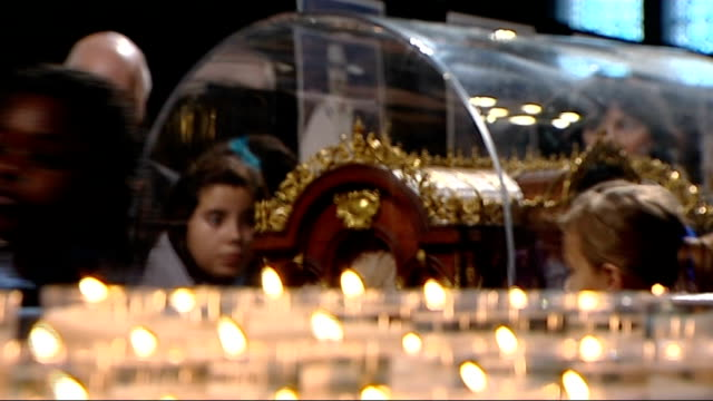 vídeos de stock e filmes b-roll de st therese of lisieux relics on display in westminster cathedral more of catholic pilgrims filing past and touching st therese of lisieux casket - antiguidades