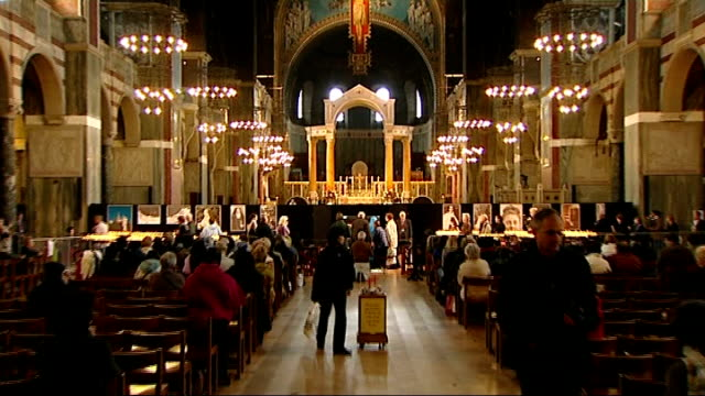 st therese of lisieux relics on display in westminster cathedral england london westminster cathedral ext general view of westminster cathedral queue... - 古代の遺物点の映像素材/bロール