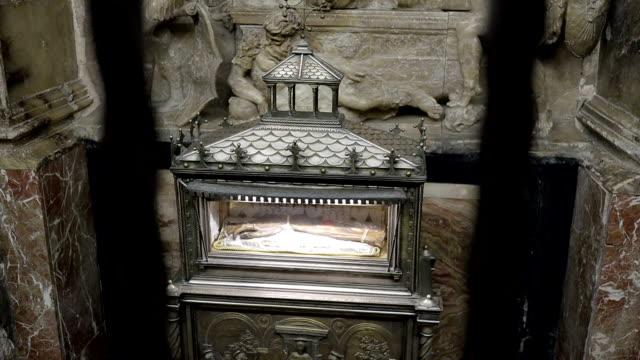 セントビン セント手バレンシア大聖堂 - ストック ビデオ - 女子修道院点の映像素材/bロール