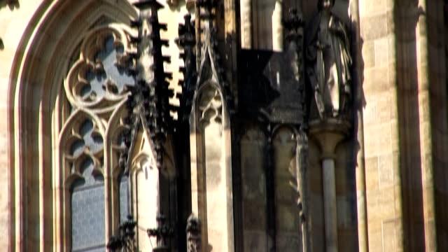 vídeos de stock, filmes e b-roll de catedral de são vito, praga (hd - mala strana