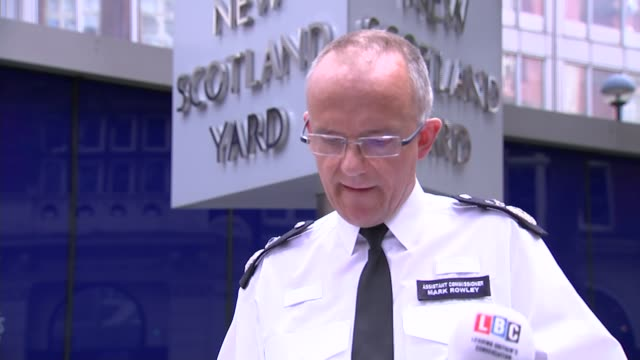one dead and five injured asst commissioner mark rowley speaking to press sot this attack will of course still cause concern and as i said earlier... - itv london lunchtime news点の映像素材/bロール