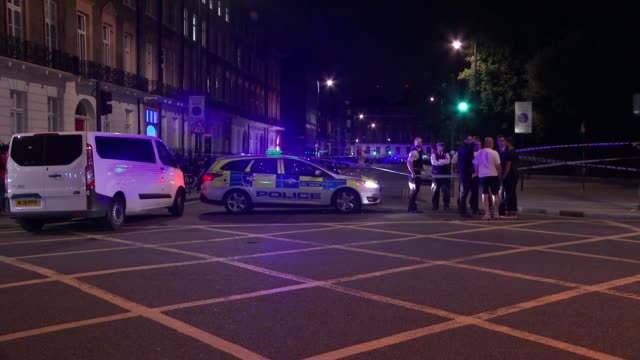 stabbing attack in russell square: one dead and five injured; various shots police officers at scene of attack - 刺傷事件点の映像素材/bロール