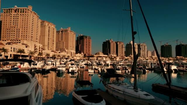 "vídeos de stock e filmes b-roll de stabilized tracking shot in ""the pearl-qatar"" in doha, qatar - doha"