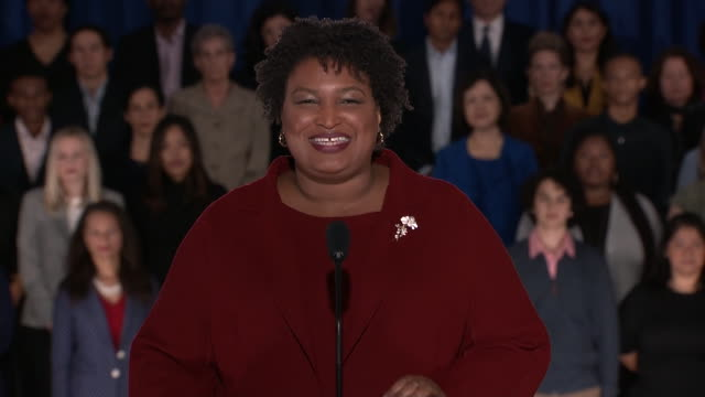 """vidéos et rushes de stacey abrams gives the democratic response to the 2019 state of the union address. she said: """"my father has battled prostate cancer for years. to... - united states and (politics or government)"""