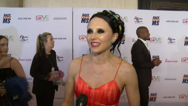 vídeos y material grabado en eventos de stock de stacey bendet on the benefits and importance of the event at the 26th annual race to erase in los angeles, ca 5/10/19 - race to erase ms